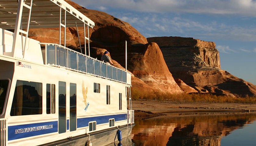 Antelope Point Marina houseboat