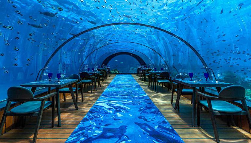 Hurawalhi underwater restaurant